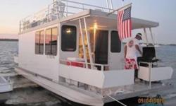 2007 35' Vagabond Houseboat with an Evinrude 115hp 2-stroke engine. Great for weekend get-aways or as a live-aboard!! All the conveniences of home right here on one large house on the water! A full size bathroom, sleeps 6, kitchen, and a sitting room