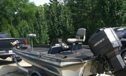 1985 Ranger Bass Boat, Fiberglass, Motor Guard trolly motor, 150 Mercury Motor, Hummingbird fish finder.