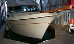1981 40' Bayliner 4050 BODEGA, always boathouse kept, the nicest 4050 this broker has seen. Interior and exterior in very nice condition. This yahct boasts three staterooms, large salon with wetbar and ice maker. Large flybridge deck. Make an appointment