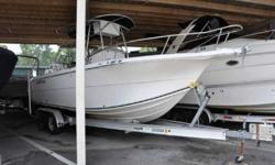 2005 Sea Fox 257 CC The Sea Fox 257 CC has a lot of good points. It has important standard fishing features, a family-oriented layout, and makes a solid appearance - a combination package not often seen on entry-level center consoles with plenty of fishy