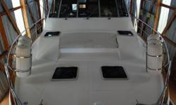 1989 4588 Bayliner Motoryacht, boathouse kept for ever and shows it. This boat is very nice inside and out very tidy and clean in all compartments, even the engine room! knowledgeable Skipper and First Mate keep her in great condition, cosmetically and