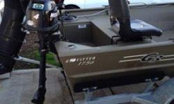 2005 Mercury 50 horsepower Electric starter!Power trim!Tiller handleAuto mixOutboard jet drive 50/35Plus vengeance stainless propeller Both jet pump and propeller!Bay kit (so you don't have to move motor to swap between jet and propeller) Freshwater