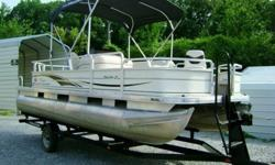 2005 SUN TRACKER SIGNATURE SERIES FISHING BARGE, SHARPE &CLEAN PONTOON ,READY FOR FISHING OR PLEASURE RIDES...NICE COMFORTABLE CRUISE SEATING WITH TABLE AS WELL AS FRONT & REAR FISHING SEATS WITH LIVE WELLS .THERE IS A RETRACTABLE CANVAS TOP THAT COVERS