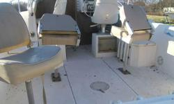 The boat comes with a 200 Johnson Ocean Pro. The boat runs good. Ready for the water. It also comes with a trailer.I can haul it to you for a fee depending on where you are located. Call James @ 979-618-4336 for more information.No emails pleaseListing