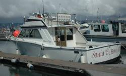 Referbished 1977, 30' fiberglass Chris-Craft, twin 230 diesels yanmars w/3500hrs. Fuel cap