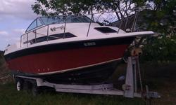 This boat is a 28' Imperial with twin outboard and inboard motors MerCruisers original. This boat has a huge three bed cabin with a nice bathroom with toilet, sink and shower. It has a gas portable kitchen, a small sink, a refrigerator, it has two
