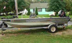Looking for a Tournament Ready Big Bass Boat without breaking the bank? This is the one! This 2001 Crestliner CMV 1850 (18.5ft) is in exceptional condition and has been professionally maintained. It has an all welded aluminum V with aircraft carrier like