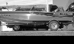 2006 Bass Tracker Pro Team 170 TX, Mint cond., Used less than 15 times. 16ft, 25 hp, Mercury 4 stroke EFI. On board charger, 46lb thrust, 12 volt trolling motor, spare wheel, console, gray carpeted interior, seats four or five, aerated live well, 18 gal