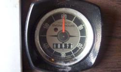 Mercruiser Guages - speed, tach, temp, trim, volts, hours (reads 670), ignition switch w/keys, three pull swithes, horn switch, and mercruiser trim and tilt switch. inclused dash harness w/pin for connection to main harness. I also have the main nine pin