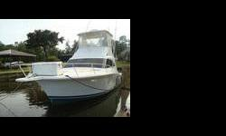 This Lurhs yacht is in fine shape and comes with a plethora of additions that make this an awesome deal for the price. All the equipment on this boat works, i.e microwave, stove, fridge, instruments (4208 Garmon Chart Plotter, Furuno FCV582, Icon VHF