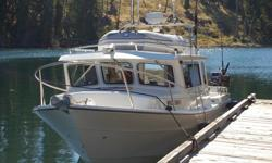 This is a top quality boat fully loaded by the factory with electronics installation coordinated thru RadarMarine Electronics. Excellent condition. This self-contained live aboard boat has the amenities of a larger boat, yet it is easy to trailer Serious