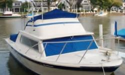 THIS 1973 LUHRS BOAT IS IN GREAT CONDITION. SPORTING 2 CHEVY 350 ENGINE 1 ONLY HAS 250HRS AND TE OTHER ONE HAS ONLY 180HRS. TOTALLY FIBERGLASS,HEAD,V-BIRTH, (PICTURES ARE OF THE SAME BOAT BUT NOT TRUE PICTURES OF MY BOAT)