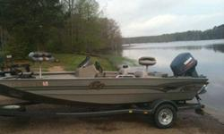 I got a 2001 19ft G3 aluminum bass boat, it has a Yamaha 115 2 stroke outboard and a jack plate, its 7ft wide across the back with plenty of storage, dual rod locker, big live well a minn-kota edge 70 pound thrust trollin motor on a 24 v system txt me if