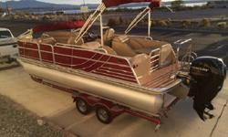 Convenient FeaturesFactory Installed Mooring CoverExtended Stern Swim Platform with Vinyl FloorStern Swim Platform w/Aluminum Underdeck SkinRoyal Mahogany Table & Stainless Steel Table BaseStarboard Top Fishing Center with Livewell (F and FCR Models)