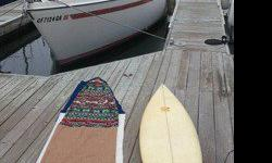 10 HP Mercury Outboard - Two stroke engine - 6 gallon gas tankRunning water, electric and light cooking.Tiler steering, three (3) Jibs/Genoa, Mainsail, Spinnaker and whisker pole.Great slip next to Cheesecake Factory in Marina del Rey, easy parking,