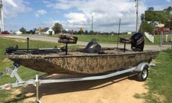 2015 Lowe Boats Stinger 195 Poly Camo. So Stable You'll Think You're Still On The Dock. The ultra-sleek, ultra-fast, all-welded Stinger® Series is changing the way experienced anglers think about aluminum bass boats. Specially designed by bass, crappie