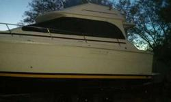 SEARAY SEDAN BRIDGE 300 1989 WITH THE TRIPLE AXLE TRAILER WITH 6 BRANNY NEW RIRES, BOTH ENGINES RUNS PERFECT JUST PUT TWO NEW KIT FOR THE CARBURATORS, THREE BRANNY NEW BATTERIESNEEDS COMPLETE UPHOLSTERY, THE BODY IS IN THE GOOD SHAPE, BIMINI TOP, AND ALL