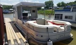2008 sun tracker party hut regency edition, 30 ft long, 8.5 wide. includes dual axle trail star trailer with lights and surge brakes and front boarding ladder...as for the boat here is a summary of what all it has...stereo with aux jack and satellite