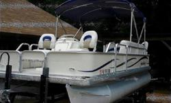 Longitudinal stringer system Navigational lights NextWave Electrical System (Plug and Play) NMMA certified Reinforced stainless steel bow and stern eyes Reverse chine hull Stainless steel fasteners Three piece hull with double riveted seams Torque Control