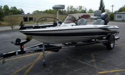 ABSOLUTELY BEATIFUL 2004 triton TR-186 bass boat,18ft 6 in long,evinrude direct injected 150hp engine,stainless prop,seastar hydraulic steering,2 lowrance X-51 fishfinders,triton special edition dual pro XL on board charger,2 rod boxes 2 storage upfront,2